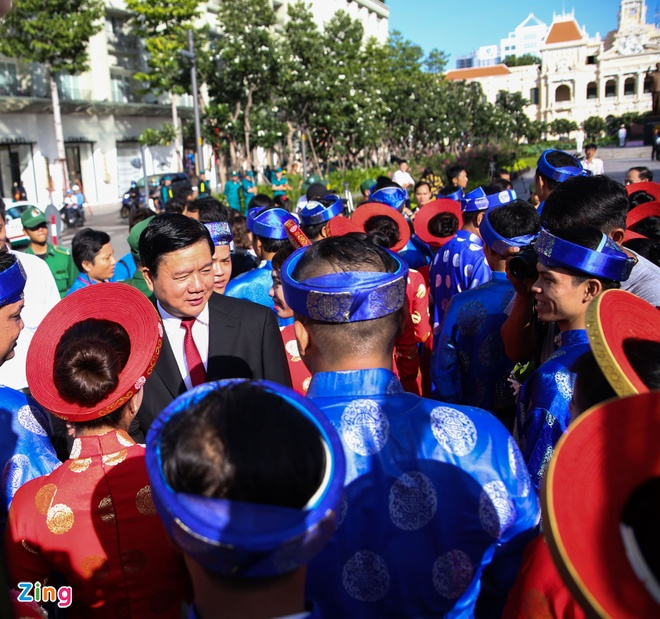 100 cap doi hanh phuc trong le cuoi tap the ngay Quoc Khanh hinh anh 5