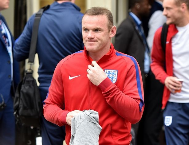 Rooney cung dong doi cui gam mat tro lai Anh hinh anh 1