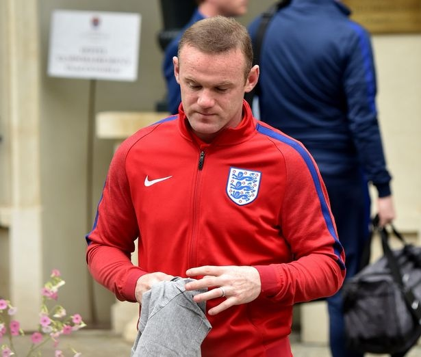 Rooney cung dong doi cui gam mat tro lai Anh hinh anh 2