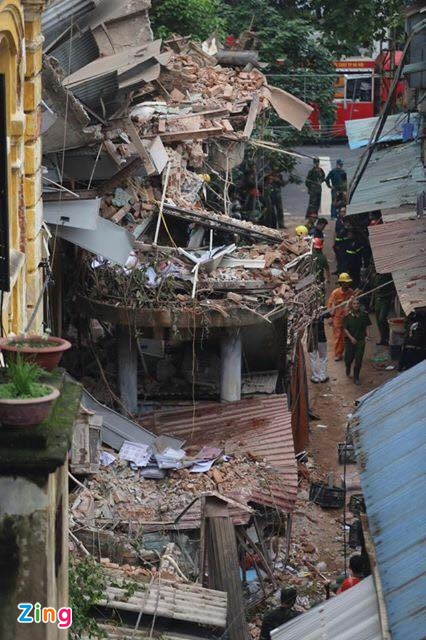 Hanoi: French-colonial villa collapses, claiming two lives