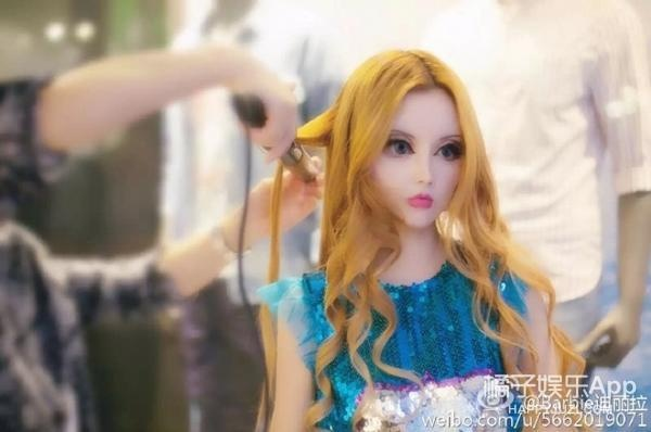 Co gai Trung Quoc co guong mat giong het bup be Barbie hinh anh 5