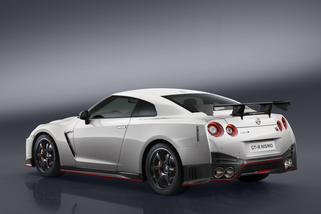 Nissan GT-R Nismo 2017 gia 175.000 USD hinh anh 2