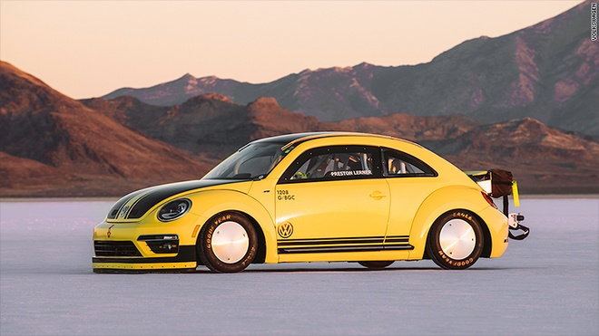 Volkswagen Beetle pha ky luc the gioi voi toc do 330 km/h hinh anh 1