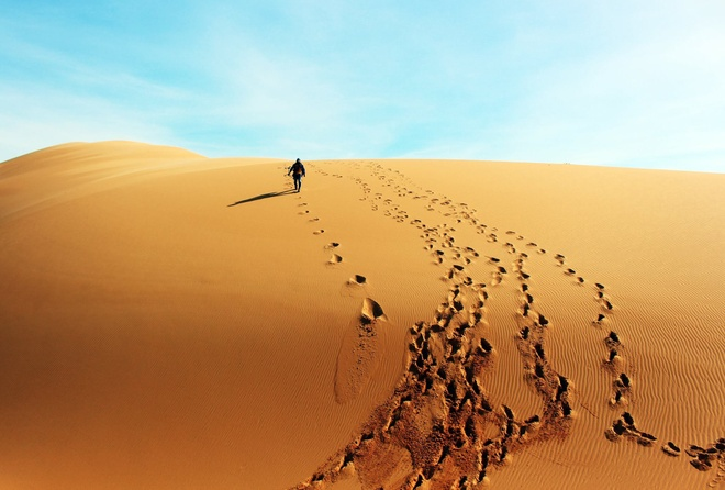 Conquer the road to Vietnam's largest sand dune