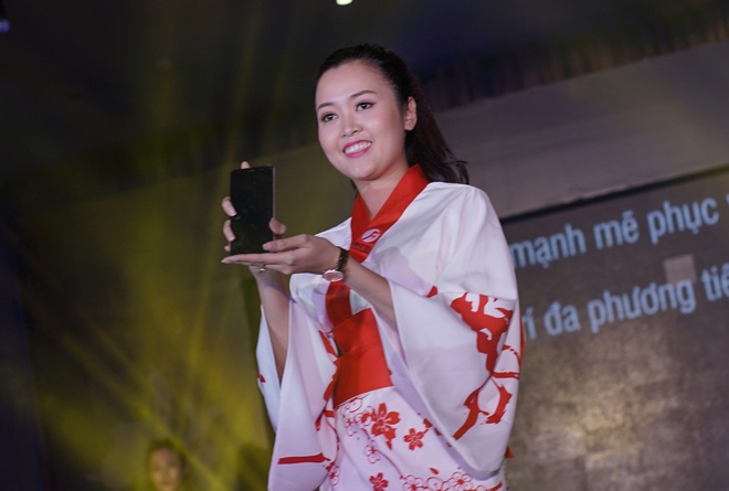 Hang di dong Nhat Freetel den VN voi 5 smartphone gia re hinh anh 8