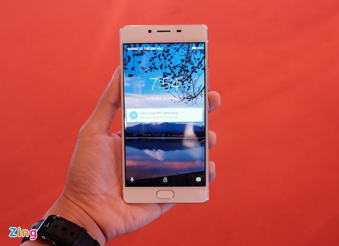 Hang di dong Nhat Freetel den VN voi 5 smartphone gia re hinh anh 2
