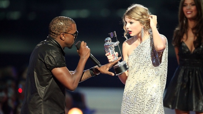 Kanye West cướp mic của Taylor tại MTV Video Music Awards 2009.