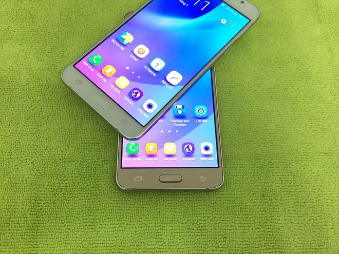 5 smartphone Android gia tot trong thang 9 hinh anh 1