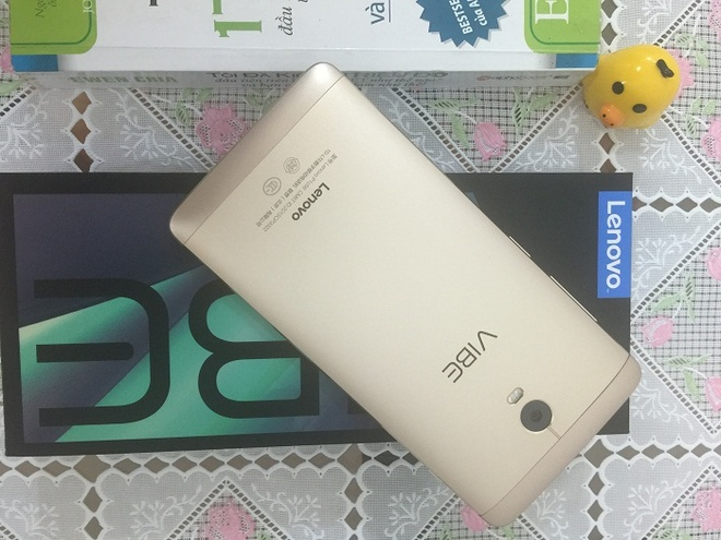 5 smartphone Android gia tot trong thang 9 hinh anh 5