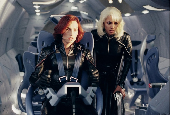 Bom t n x men m i m 224 n di n kh 243 qu 234 n c a jennifer lawrence