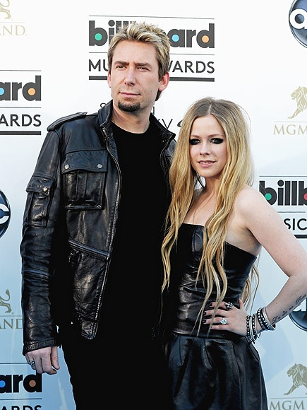 Avril Lavigne lon tieng chi trich ong chu Facebook hinh anh 1