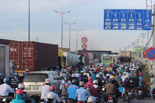 Images: Terrible traffic jams at Saigon gateway