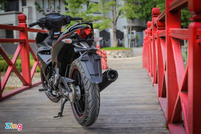 Exciter 150 Matte Black cung co vi the 'Vua duong pho' hinh anh 3